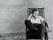 Elizabeth Bishop neu übersetzt von Steffen Popp Elizabeth Bishop the poet at ease in 1954 (c) Rosalie Thorne McKenna Foundation